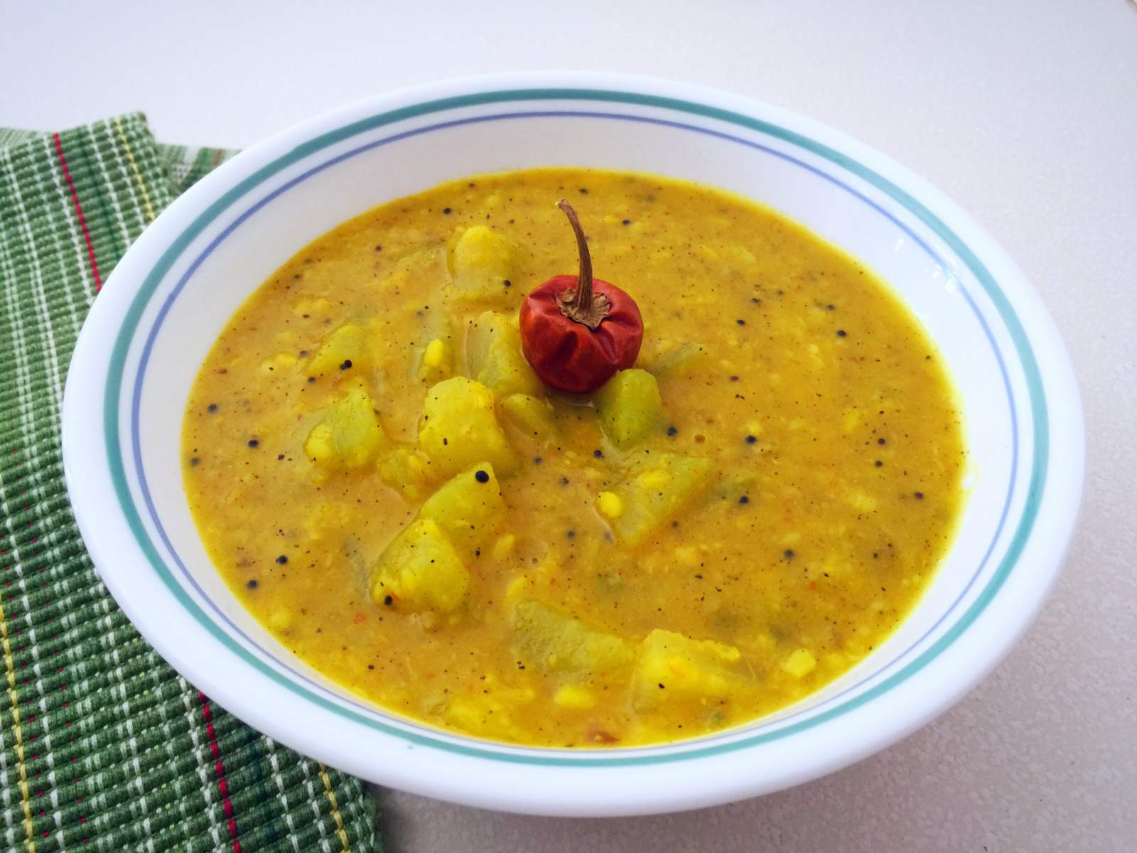 Chow_Chow_Milagu_Kootu_Recipe_Chayote_Squash_Cooked_in_Peppery_Lentil_Curry